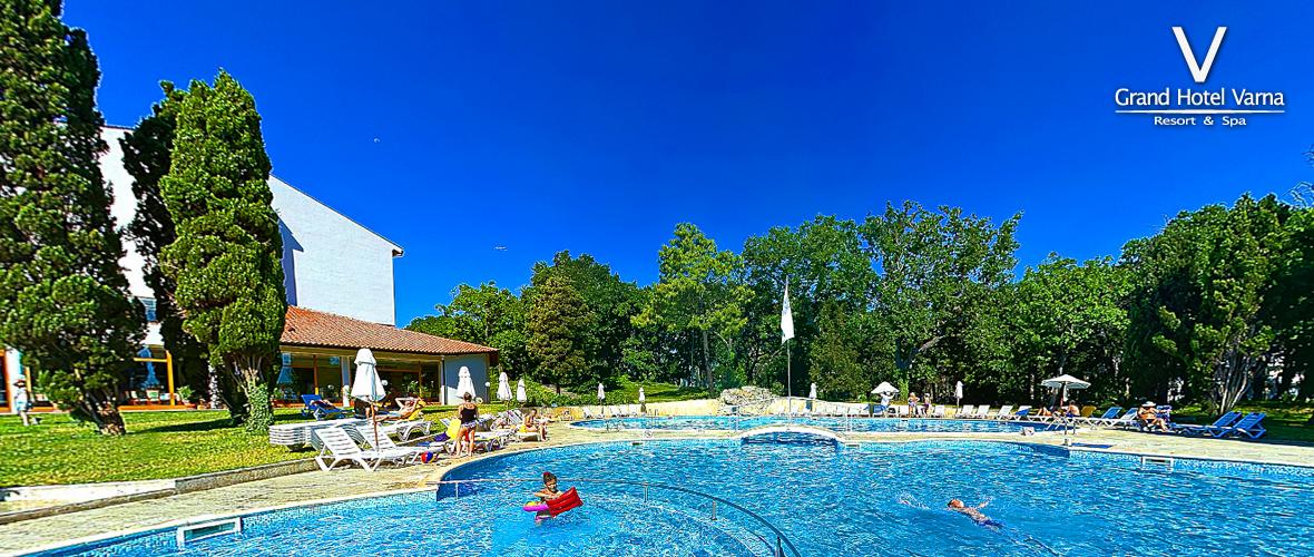 Хотел Дoлфин 4* на метри от плажа открит басейн